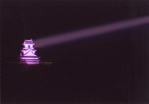 ピンクのサーチライト-高知城