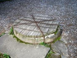 施錠されている井戸